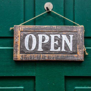 Ab Montag ist unsere Tür wieder auf!